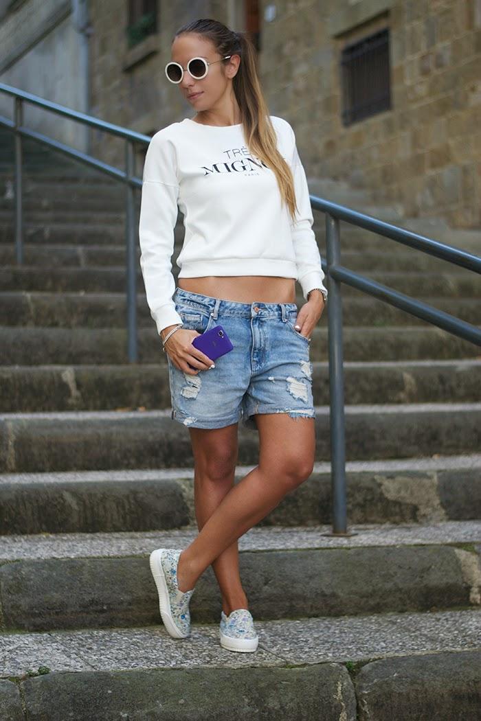 outfit felpa e shorts