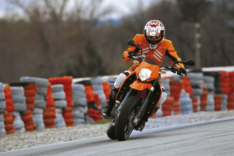 KTM 950 Supermoto Bikes Photos