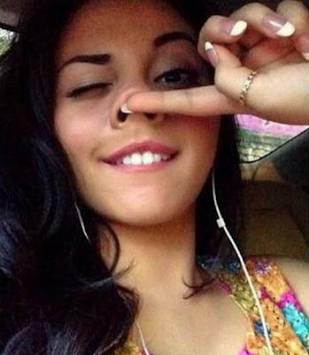 5 Artis Cantik Indonesia ini Selfie Dengan Gaya Aneh
