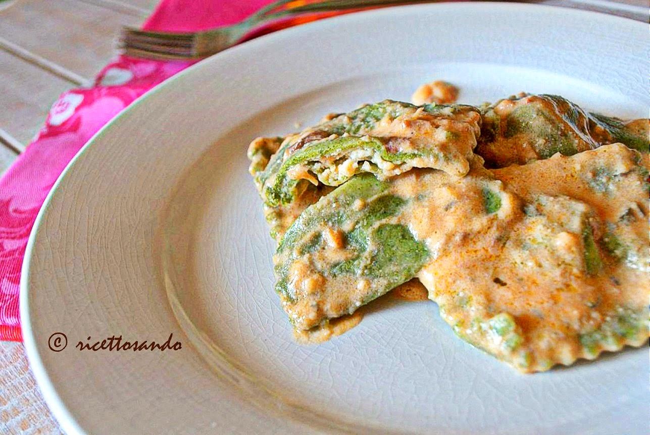Tortelli verdi di spinaci con ricotta ricetta di pasta fatta in casa a base vegetale