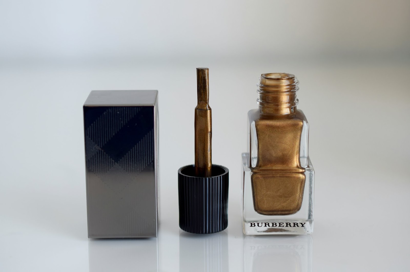 Burberry Nail Polish Antique Gold 445