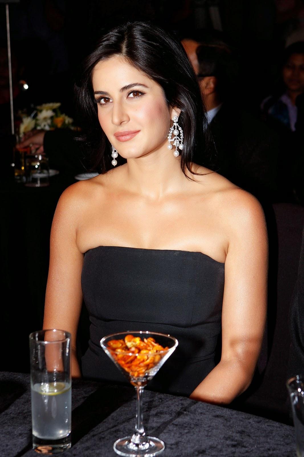 Katrina Kaif Drop Dead Gorgeous In Black Skirt At The India Autocar Awards in Mumbai