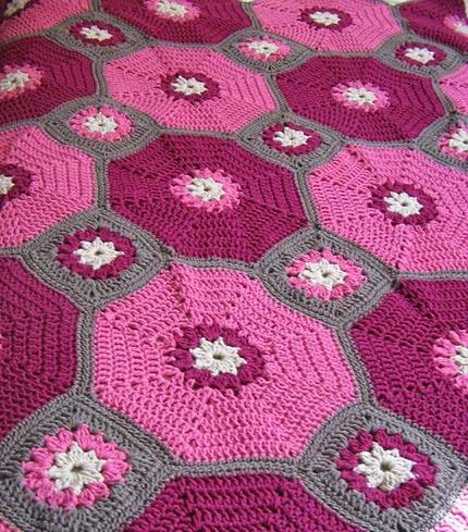 Octagons & Squares Throw - Free Pattern
