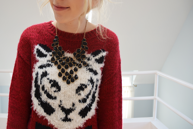 urban outfitters red sweater white tiger forever 21 bib necklace american apparel acid wash denim shorts nine west drought black shoes