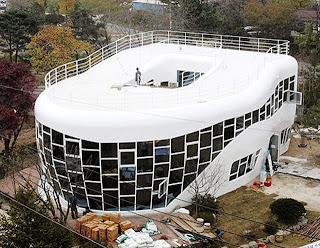 Rumah Berbentuk Toilet - Korea Selatan