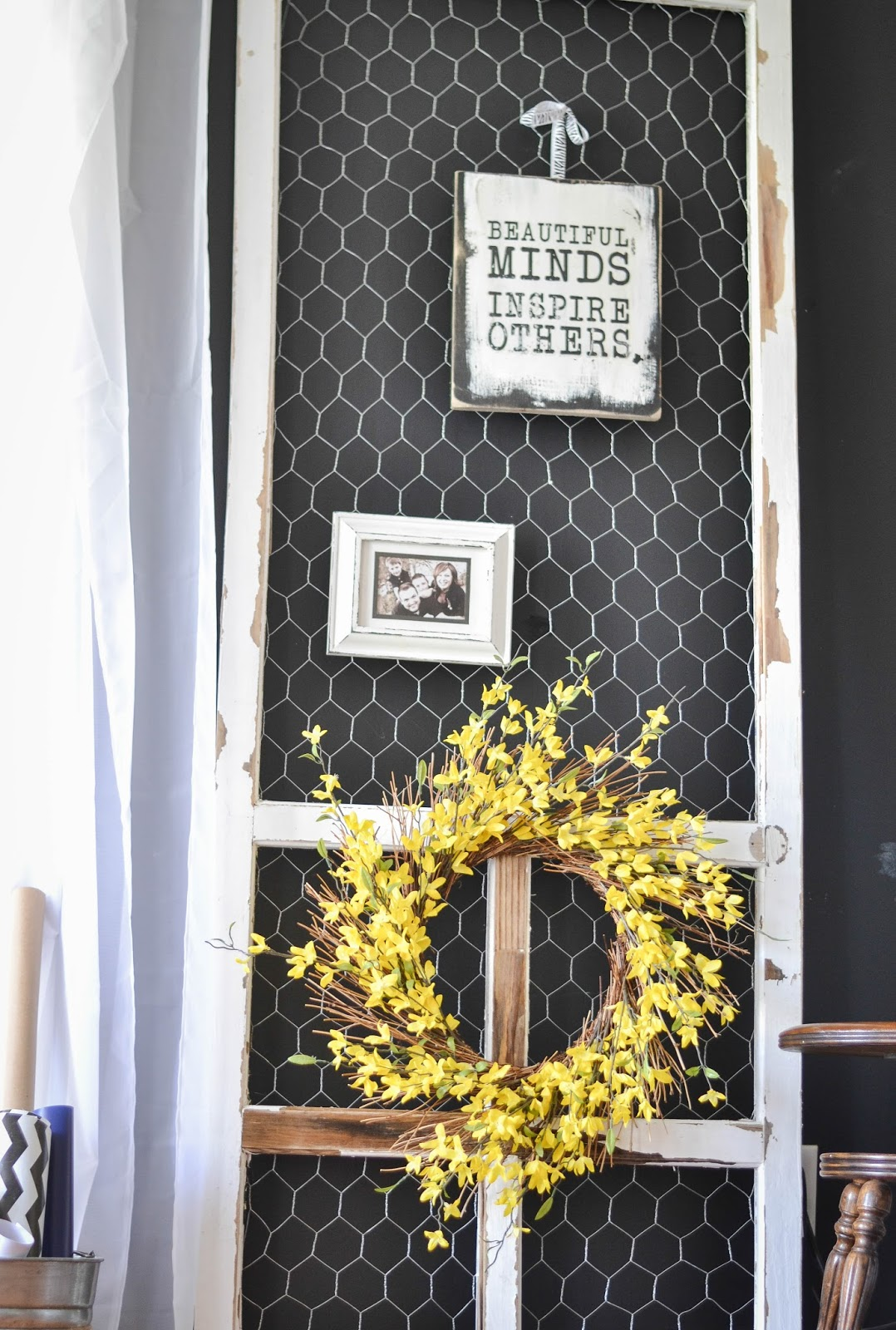 & Down to Earth Style: Chicken Wire \u0026 Screen Door Display