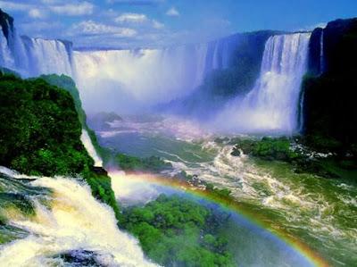 Arco-íris nas Cataratas do Iguaçu