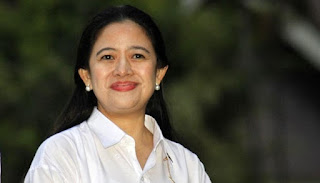 Menteri Pembangunan Manusia dan Kebudayaan, Puan Maharani di halaman Istana Merdeka, Jakarta, 26 Oktober 2014. TEMPO-Subekti