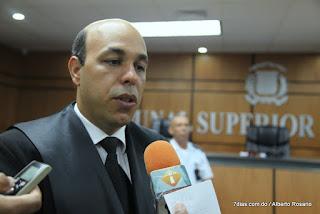 Abogado busca competir con Danilo en el PLD y quiere que comparezca a juicio