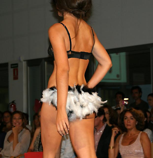 plumas-en-ropa-interior-Amaya-Lorea