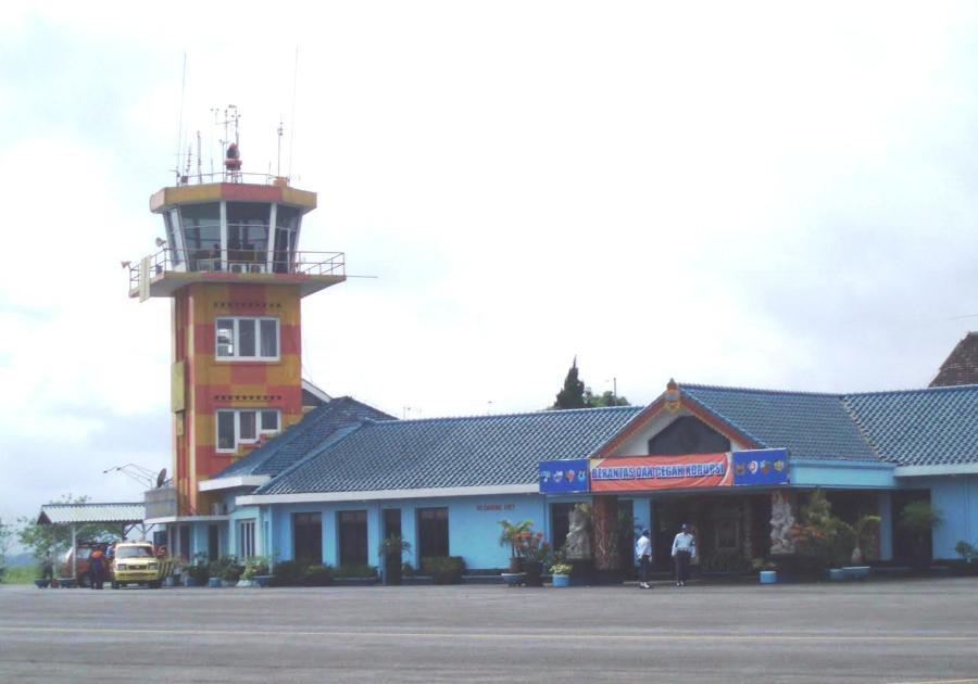 Bandara Abdulrachman Saleh, Jawa Timur. ZonaAero