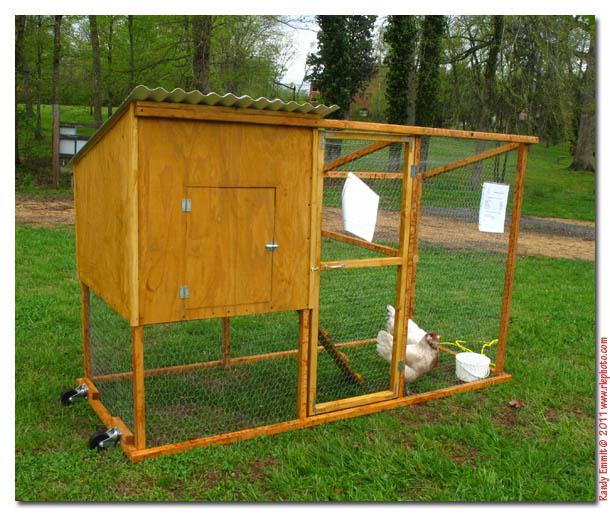 Randy meg 39 s garden paradise local portable chicken coops for Portable chicken coop on wheels