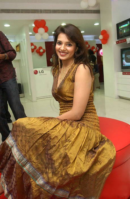 saloni in golden dress latest photos