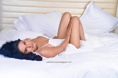 Veena Malik Homosexuality Support hot photoshoot