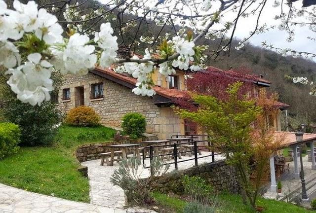 http://enlosfogonesderaquel.blogspot.com.es/2013/08/la-casa-de-juansabeli-arenas-de.html