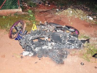 Motosikal turut dibakar.