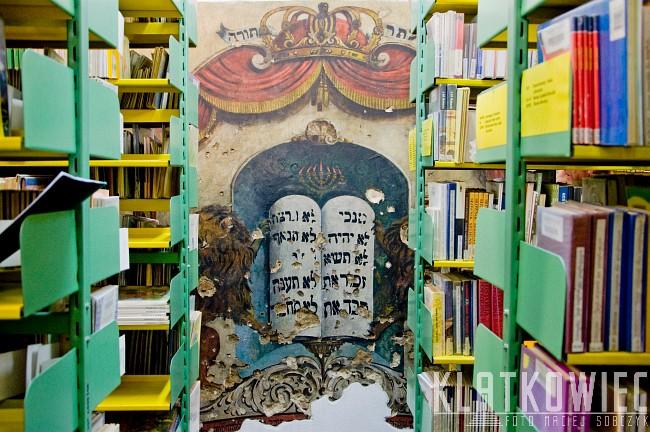 Piotrków Trybunalski: historia ukryta wśród książek - mała synagoga