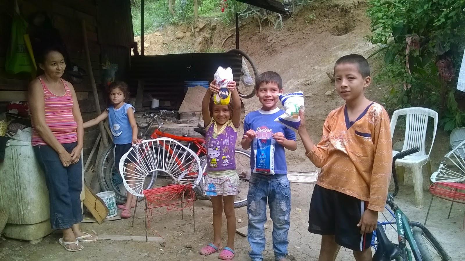 Video | Campaña dona alimentos: Félix Contreras entrega tres productos y verifica necesidades de Nelly Casanova Cárdenas y sus hijos en Los Olivos de Cúcuta