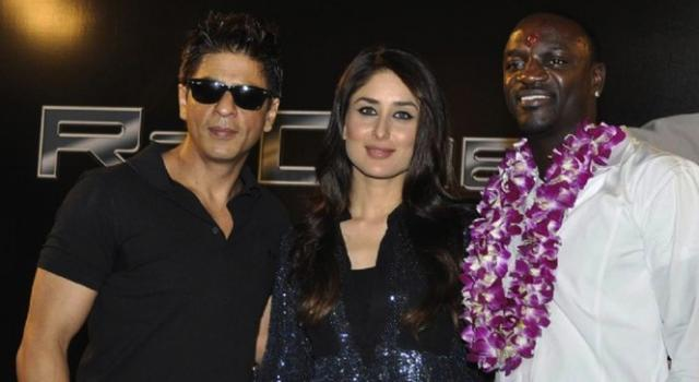 Shahrukh Khan and Kareena Kapoor pose with Akon at the premiere of Automan, uh, I mean, Ra.One.
