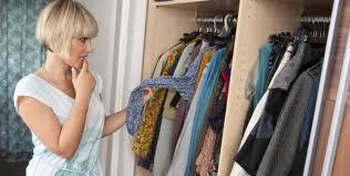 a dúvida na hora da mulher escolher roupa ou namorado