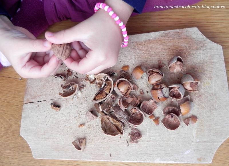 activitate pentru dezvoltarea motricității fine - curățăm nuci și alune