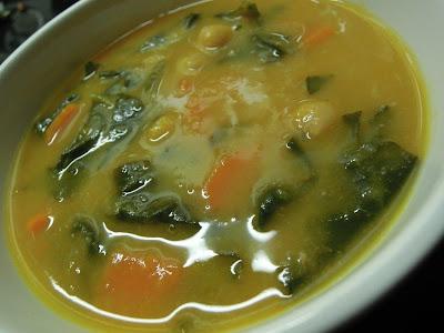 Sopa de Espinafres com Grão, o Popeye do Presente