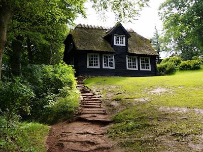 rumah kayu. foto rumah kayu