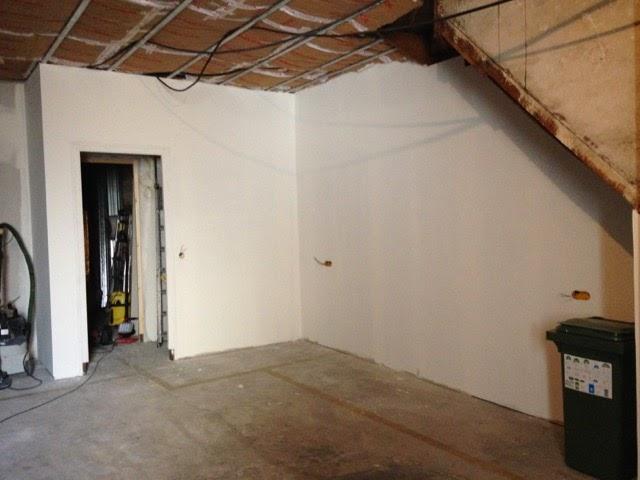 Notre maison en cours de r novation du carrelage et des for Carrelage pour garage voiture
