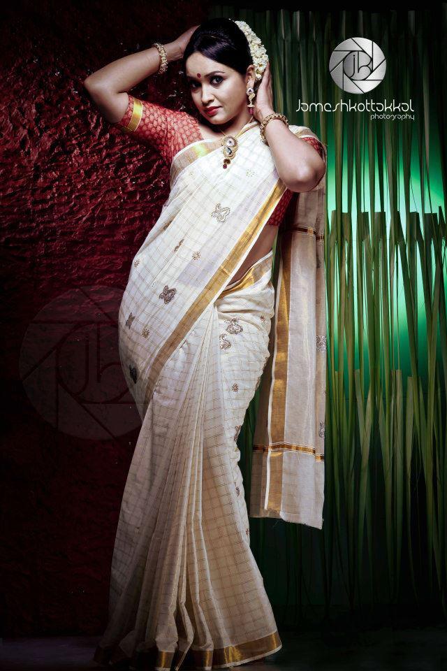 Mallu actress Lena cute in saree in new photoshoot « Mallufun.com