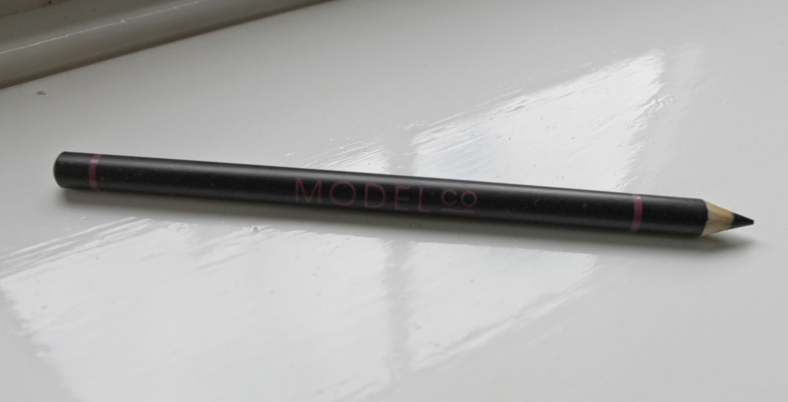 Love Me Beauty Box June 2014 Model Co Eyeliner