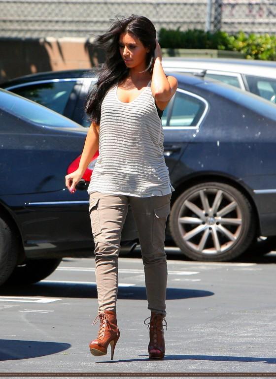 kim kardashian 2011 outfits. Kim Kardashian Clothes Style