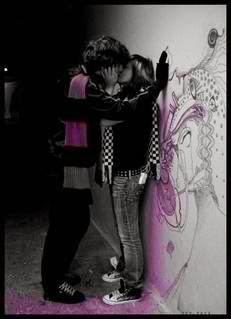Gambar Foto Emo Ciuman Romantis