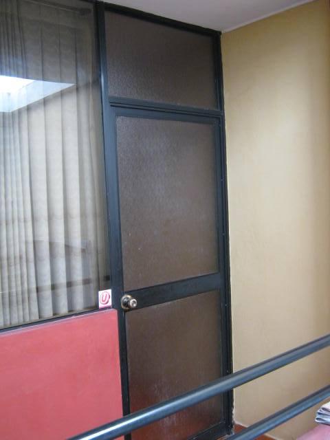 Puerta de aluminio y vidrio catedral corporaci n dimaji - Puertas de vidrio para interiores ...