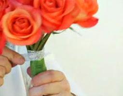 Cách bó hoa hồng 06