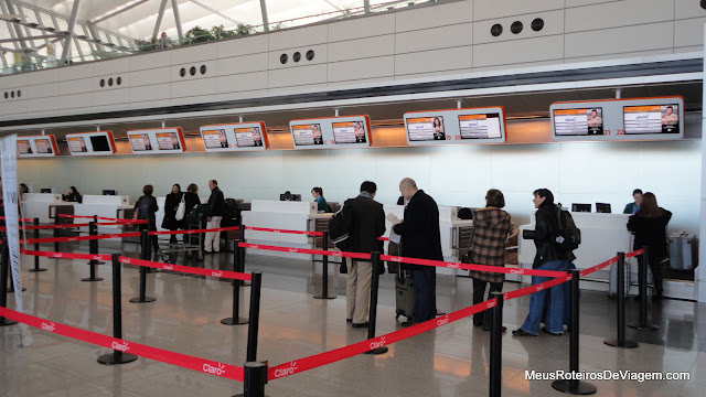 Check-in da Pluna no Aeroporto Internacional de Carrasco - Montevidéu, Uruguai
