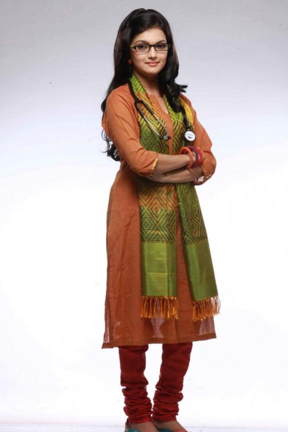 Saranya hot photoshoot celebrity