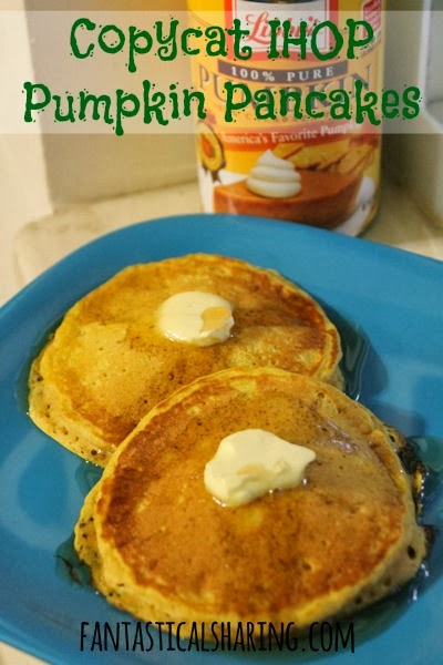 Copycat IHOP Pumpkin Pancakes | These would be perfect for Thanksgiving morning or any morning, really! #pumpkin #copycat