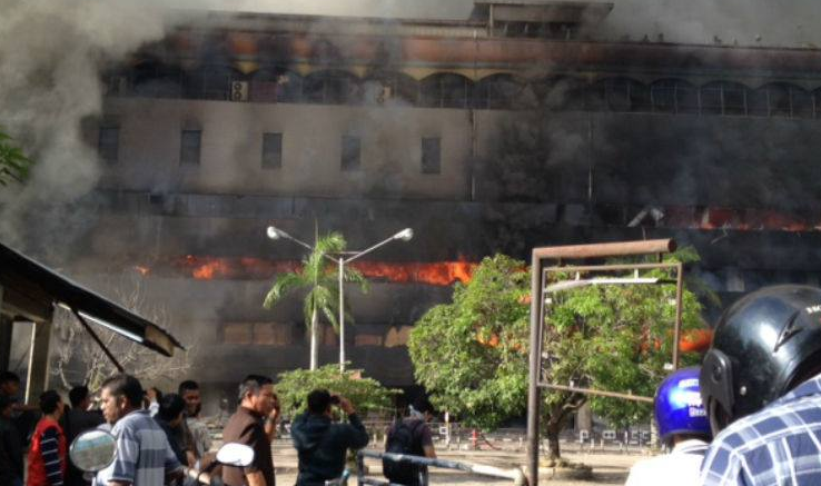 INI FOTO - FOTO Dan Video Medan Plaza Terbakar,Damkar Medan Kemana ?