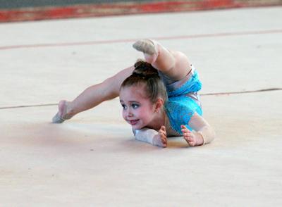 Фото Укринформ: юная гимнастка