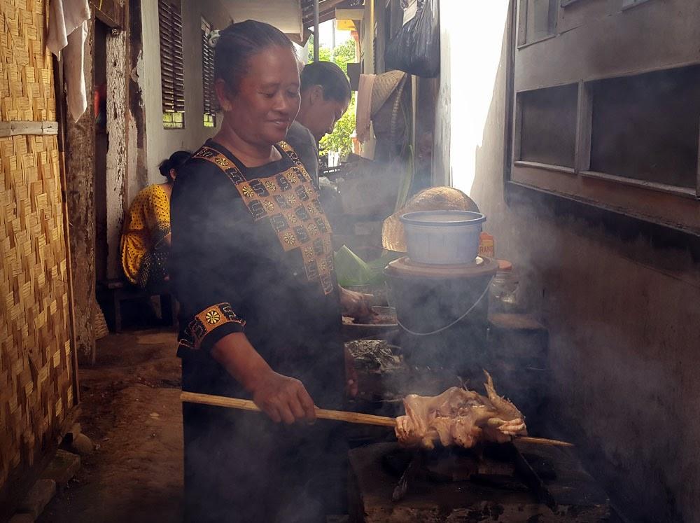 Cara membuat Pecel Pitik khas Banyuwangi.