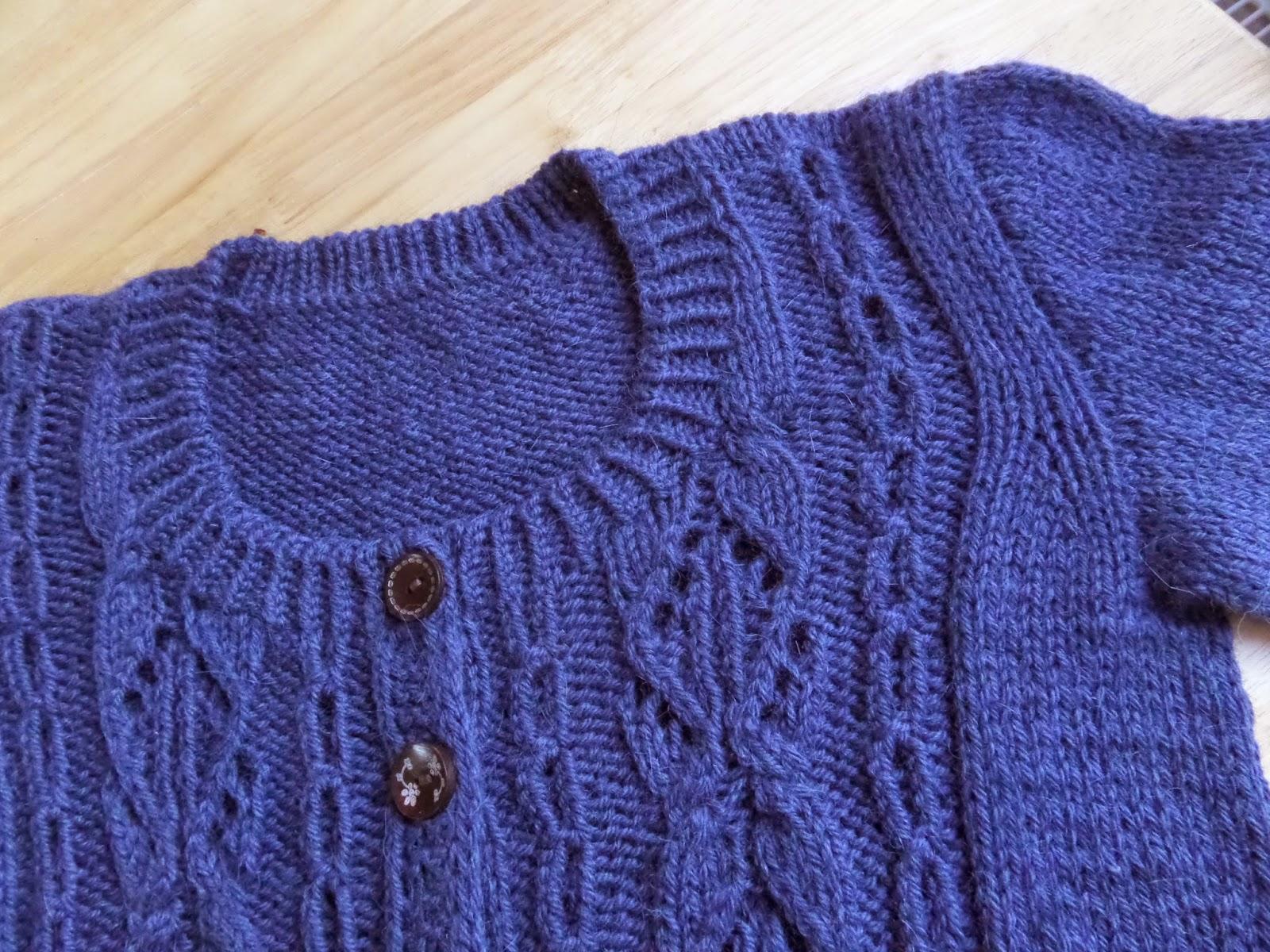Needles & Pins: Lace & Cables Cardigan. Veidi palmikuid ja pitsi.