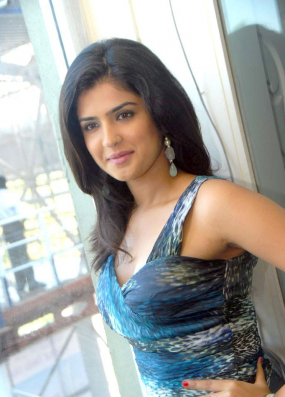 deeksha+seth+cute+photo+gallery+%25283%2529 Deeksha Seth Cute Photo