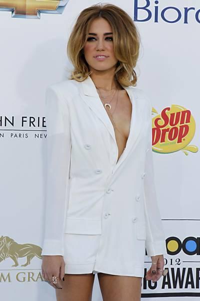Miley Cyrus: Billboard Music Awards - Decote