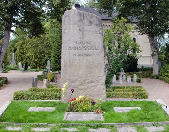 Hammarskjöldska familjegraven i Uppsala (foto 5 september 2011).