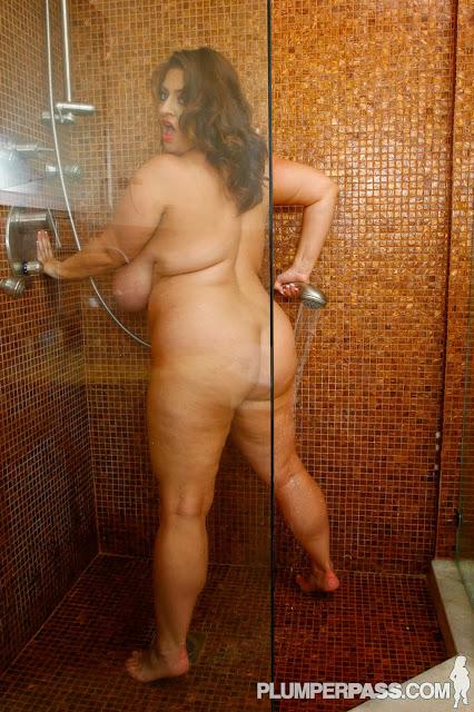 фото бабы голые в душе