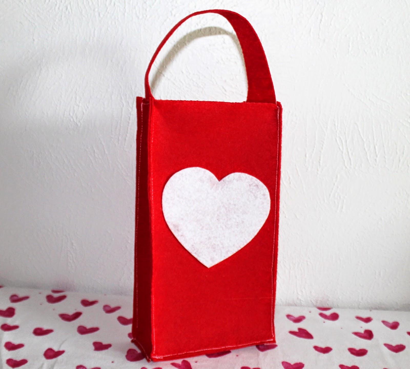 DIY Valentine's Day Felt Tote supplies | www.bubblesandgold.com