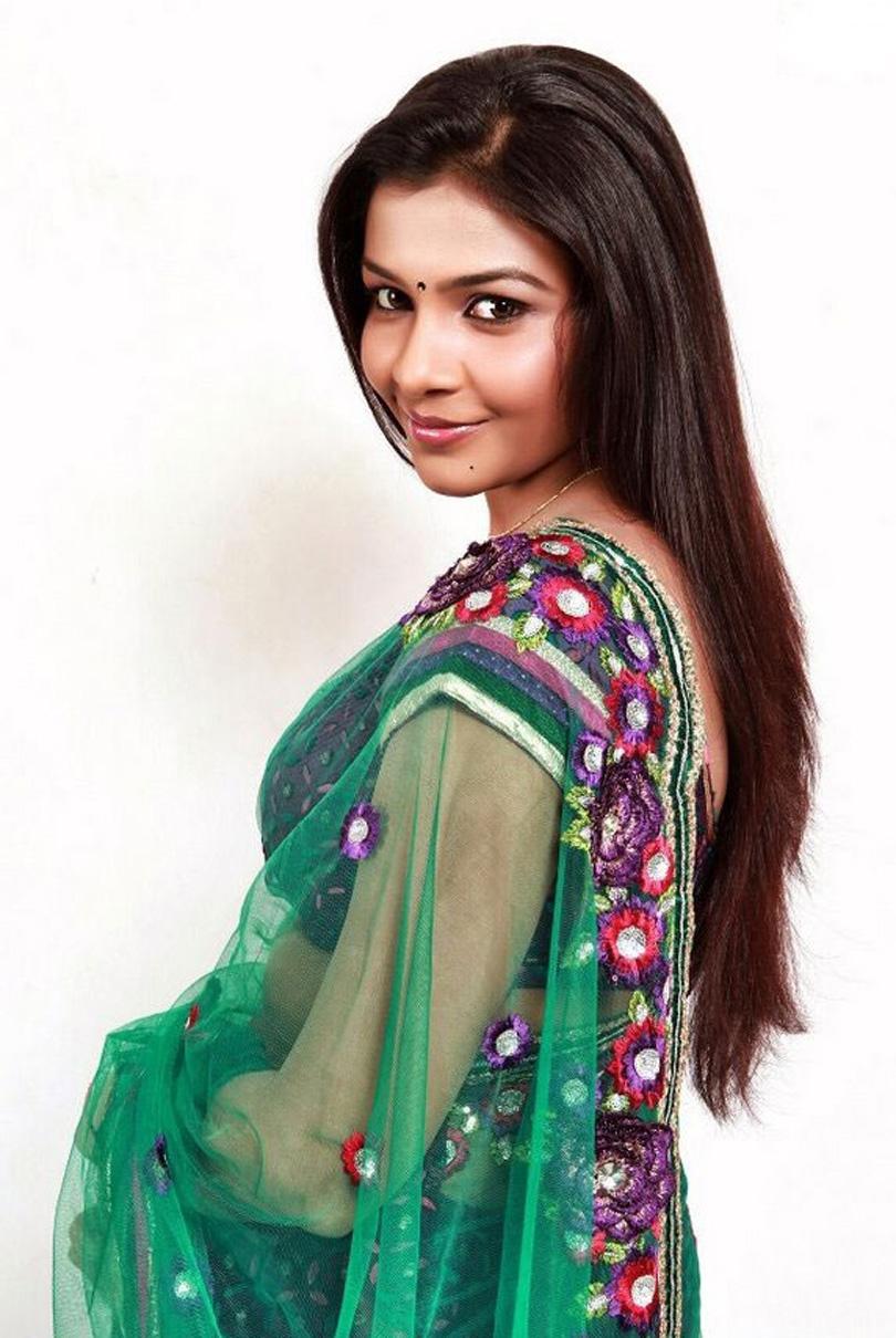 Saranya latest hot stills in saree