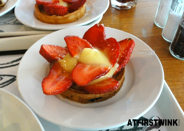 V&D La Place strawberry tart
