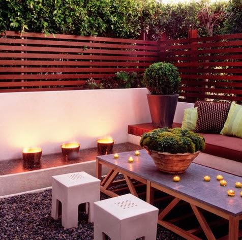 Terraza cercada con listones de madera