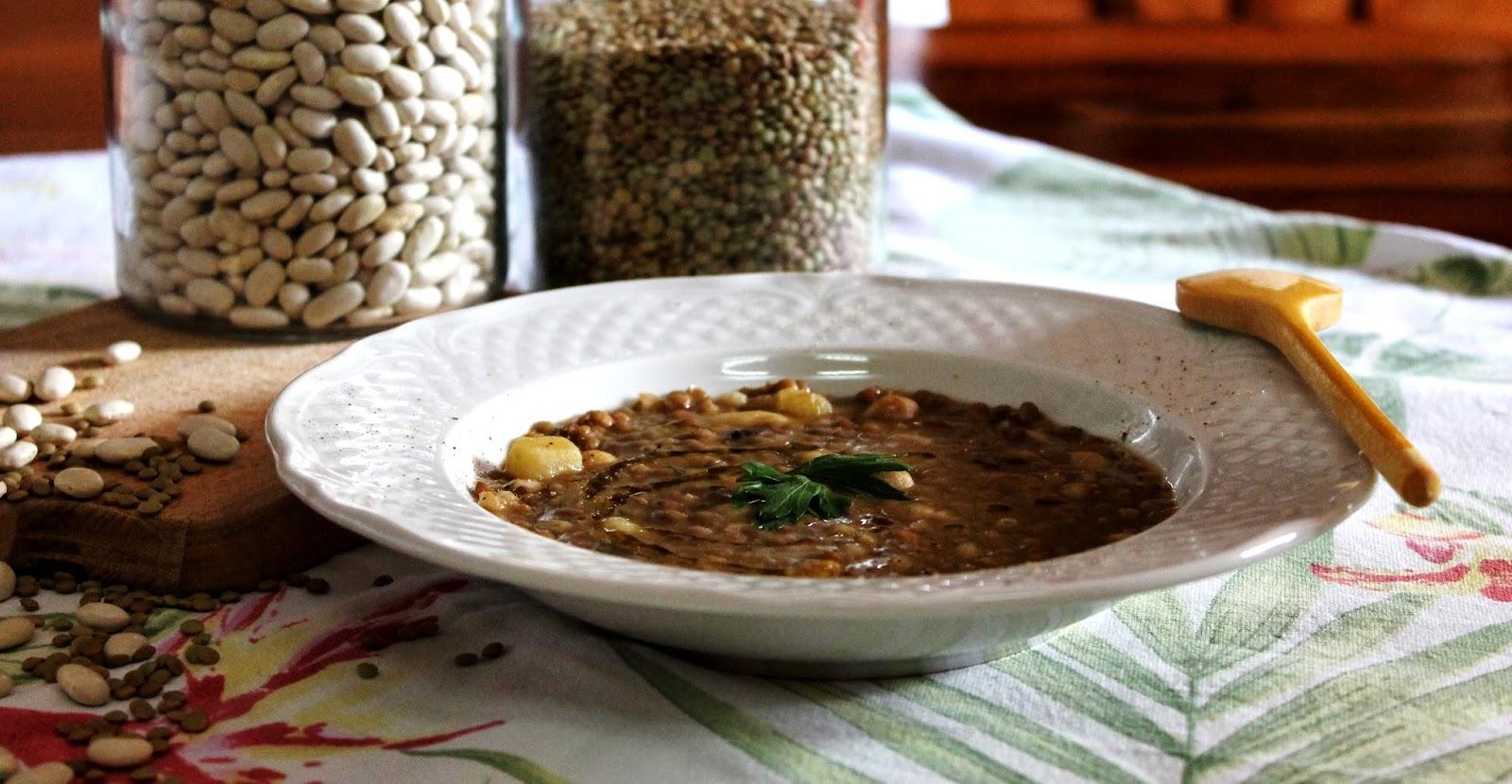 Zuppa rustica di legumi e cereali